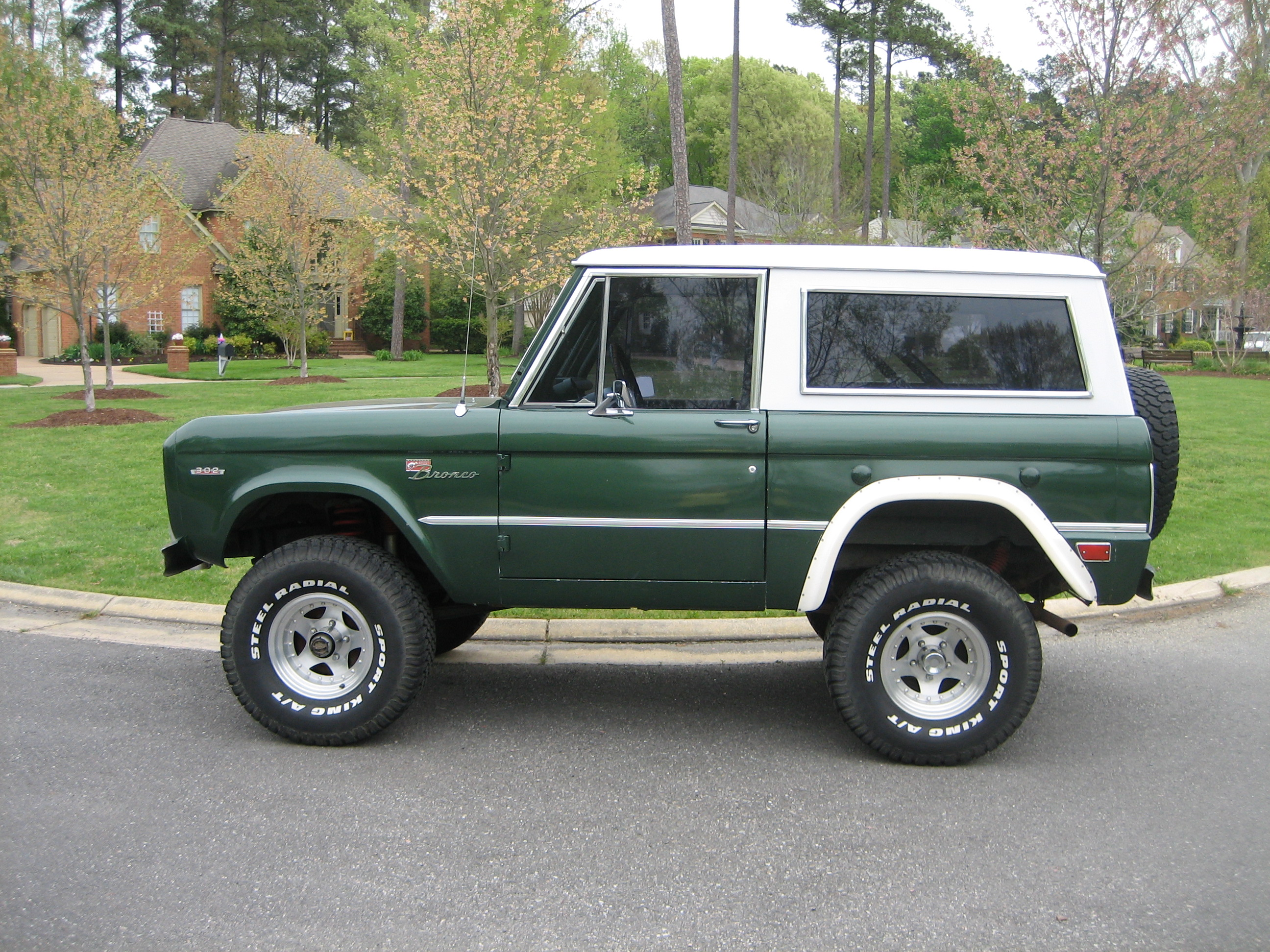 FORD BRONCO - 1809px Image #2