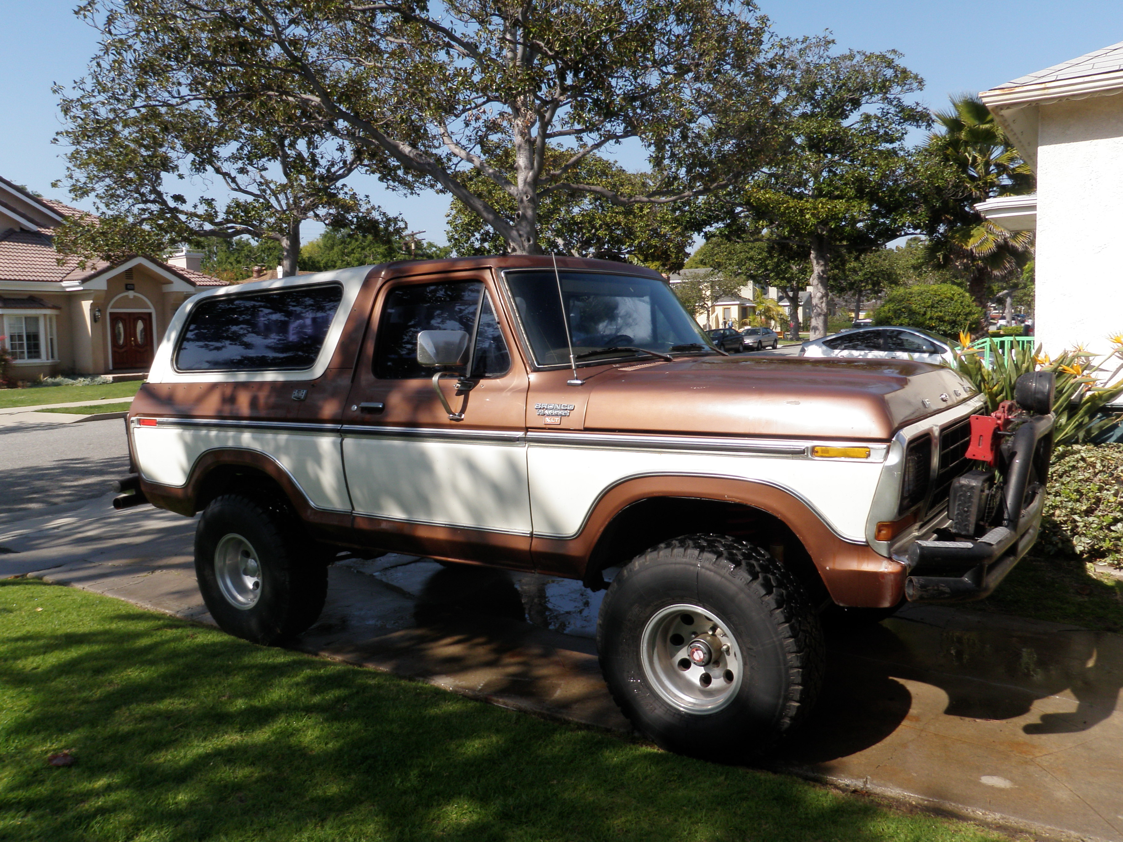 Ford Bronco 2133px Image 2