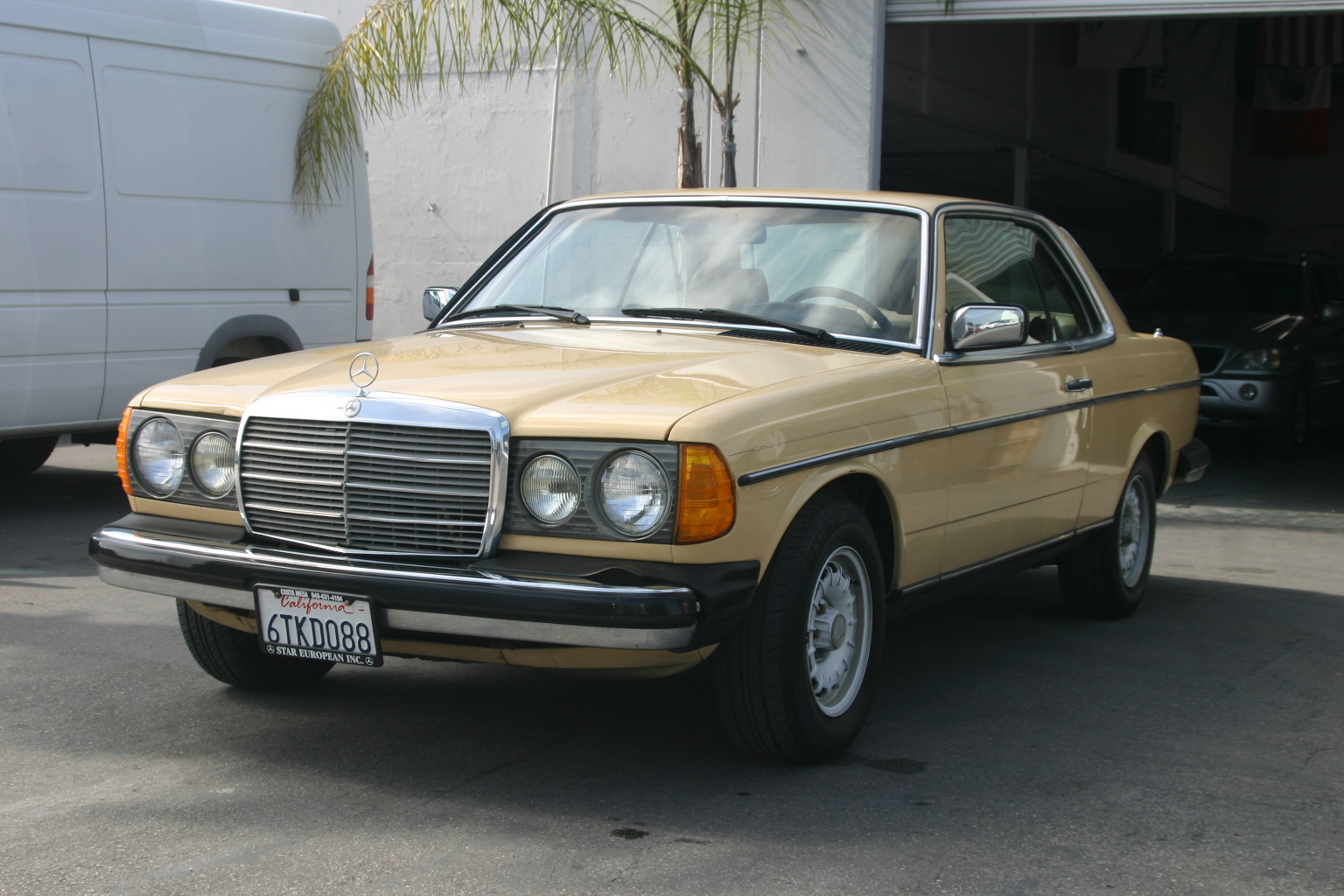 1980 mercedes benz 300cd information and photos momentcar for 1980s mercedes benz