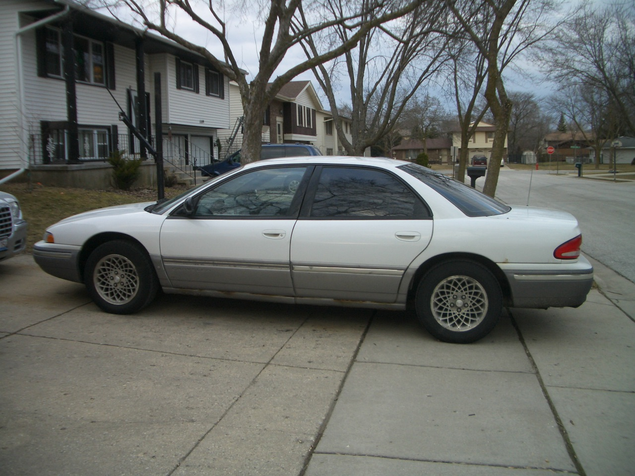1995 Chrysler Concorde Silver | 200  Interior and Exterior Images