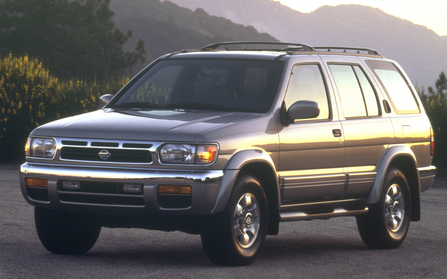 1999 Nissan Pathfinder Information And Photos Momentcar