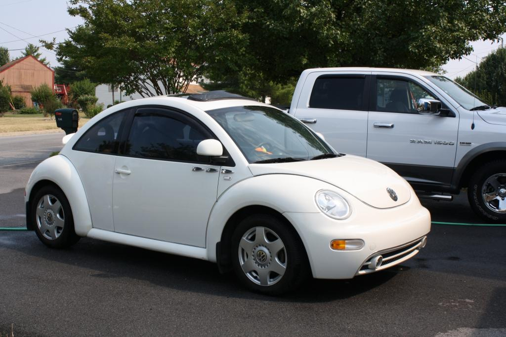 2000 volkswagen new beetle information and photos for Interieur new beetle 2000