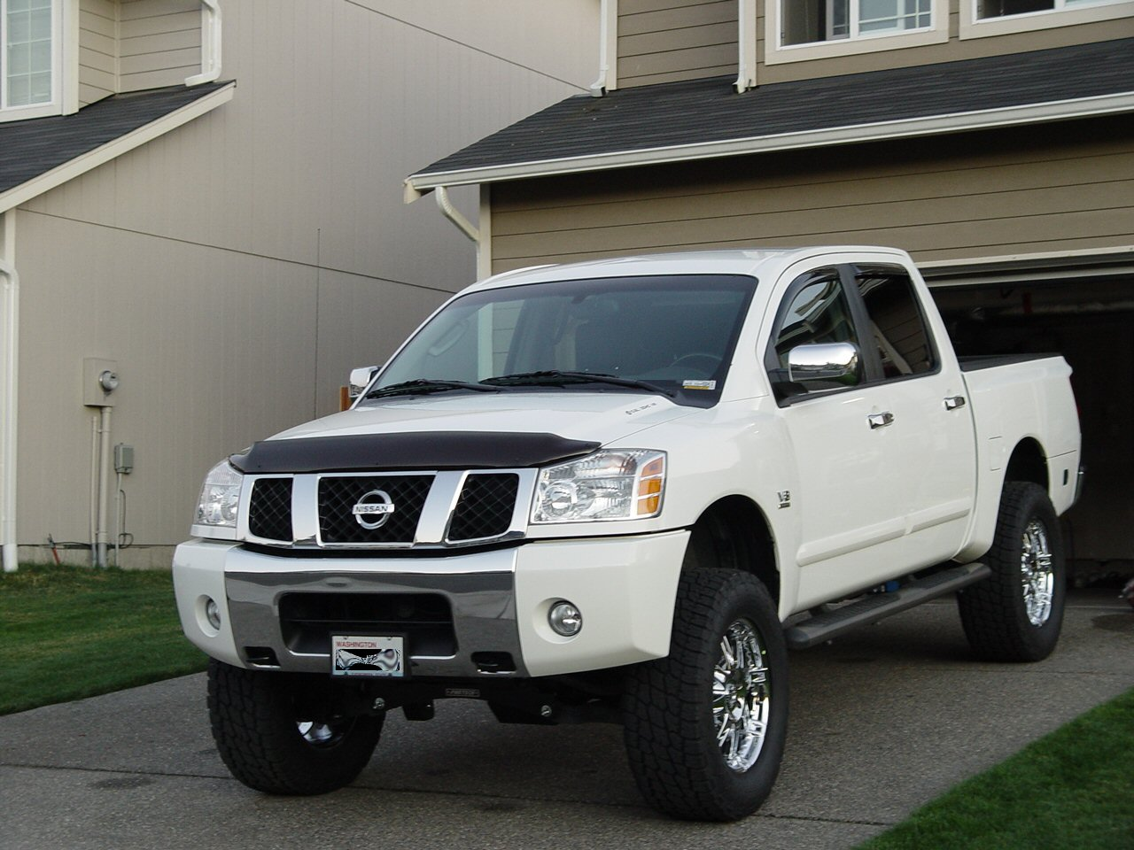 2004 nissan titan information and photos momentcar. Black Bedroom Furniture Sets. Home Design Ideas