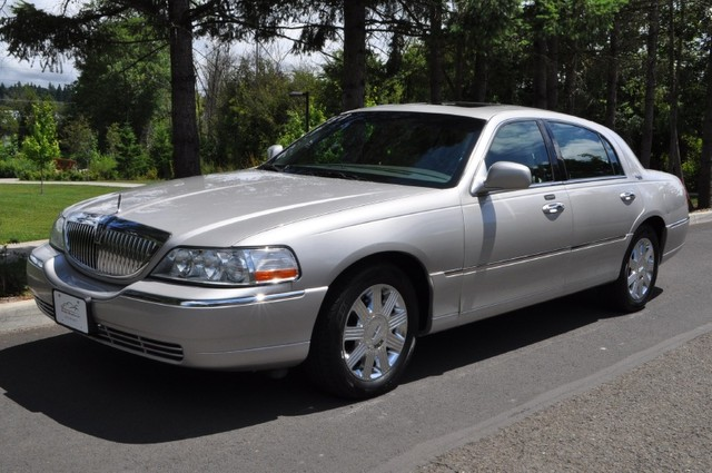 2005 lincoln town car information and photos momentcar. Black Bedroom Furniture Sets. Home Design Ideas
