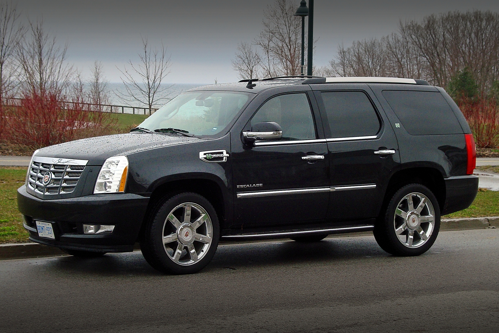 2011 cadillac escalade hybrid information and photos momentcar. Black Bedroom Furniture Sets. Home Design Ideas