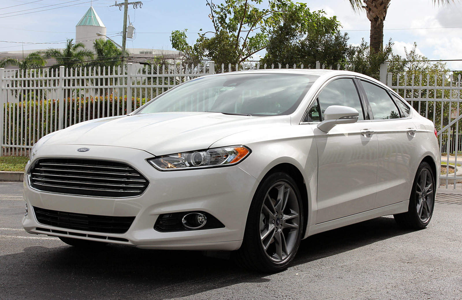 2013 ford fusion information and photos momentcar. Black Bedroom Furniture Sets. Home Design Ideas