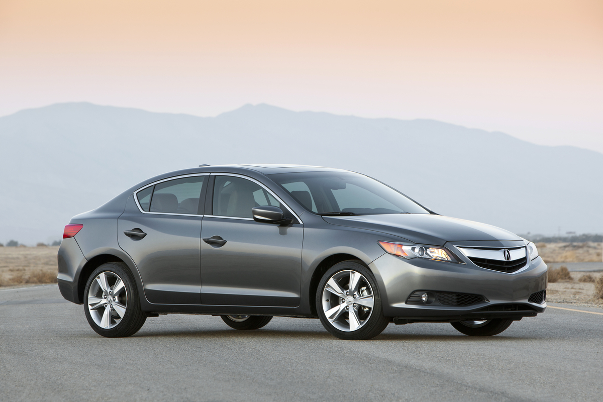 Acura 2013 ILX looking sporty and stylish #9