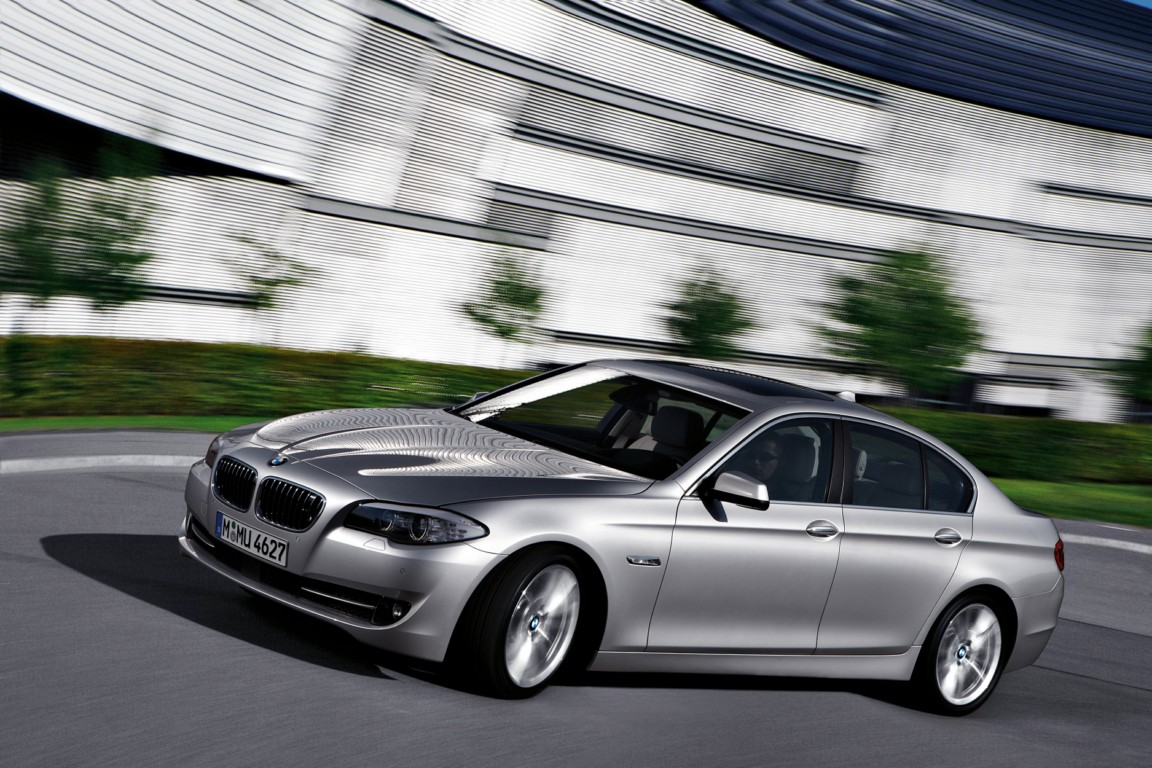 BMW 5 Series 550i xDrive #10