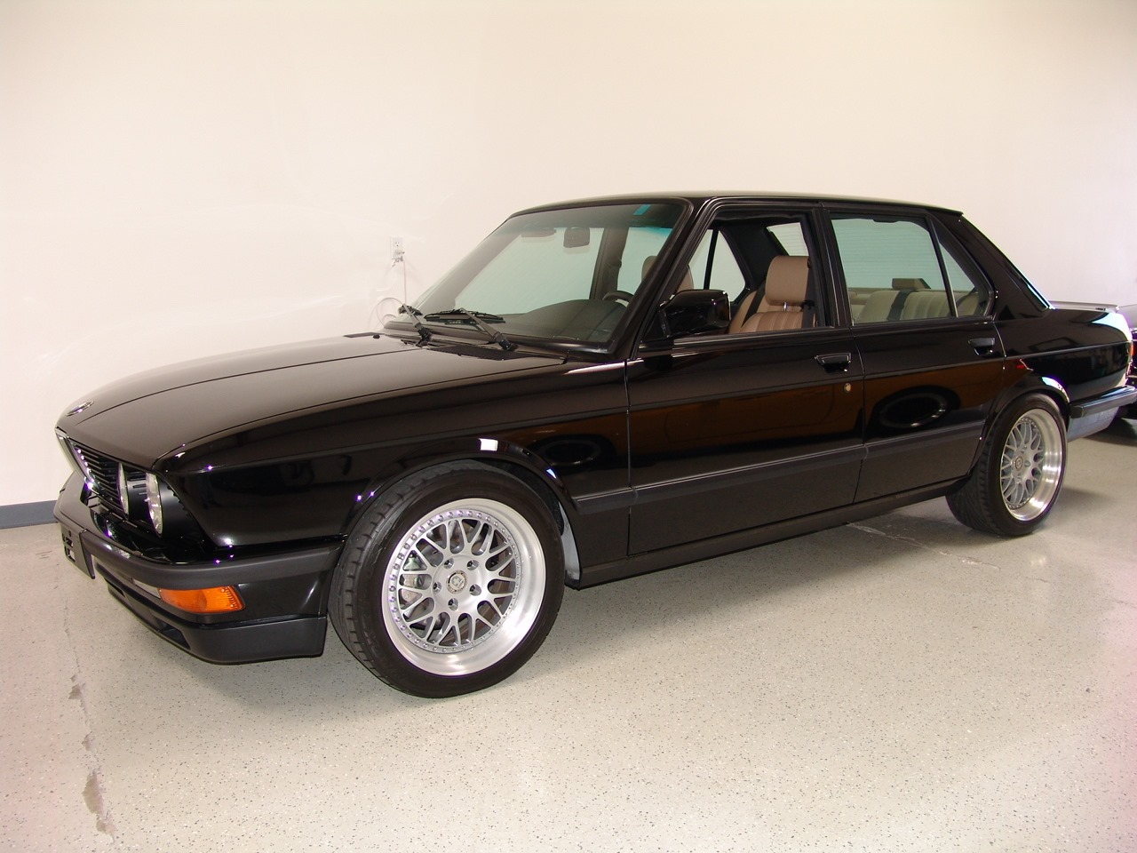 1988 BMW M5 - Information and photos - MOMENTcar