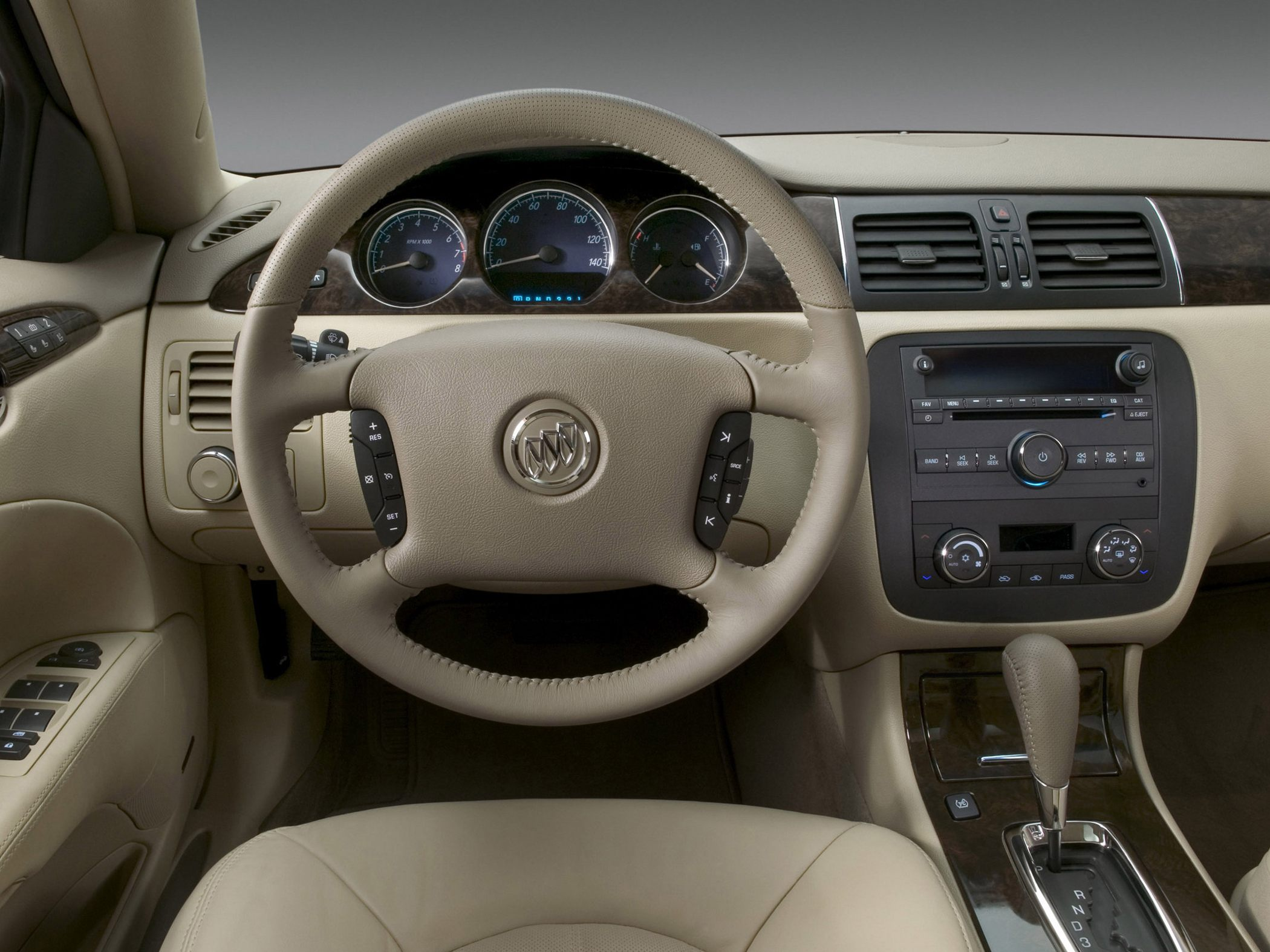 2010 Buick Lucerne - Information and photos - MOMENTcar