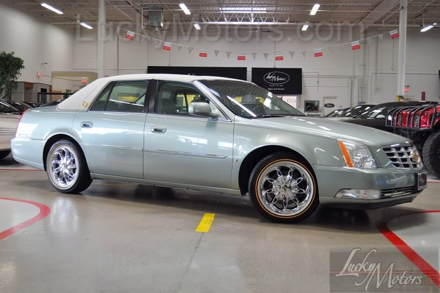 Cadillac DTS Luxury II #24