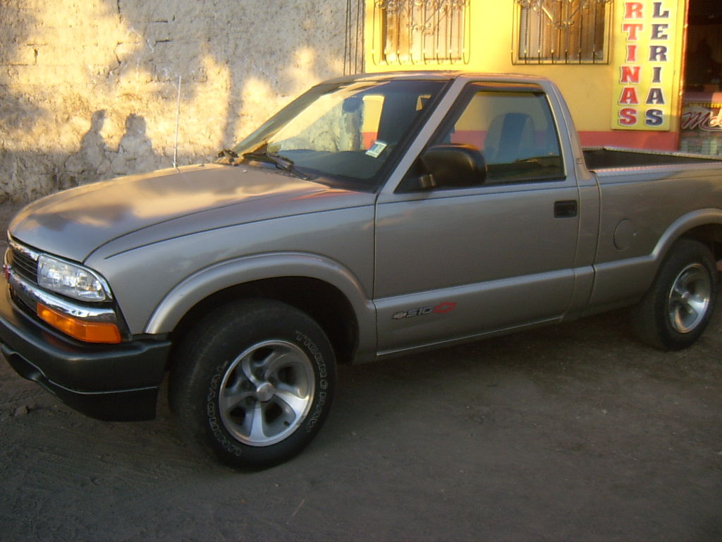 All Chevy 2002 chevrolet s10 : 2002 Chevrolet S-10 - Information and photos - MOMENTcar