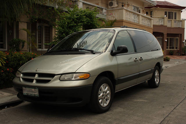 2000 chrysler grand voyager information and photos for Interieur chrysler voyager 2000