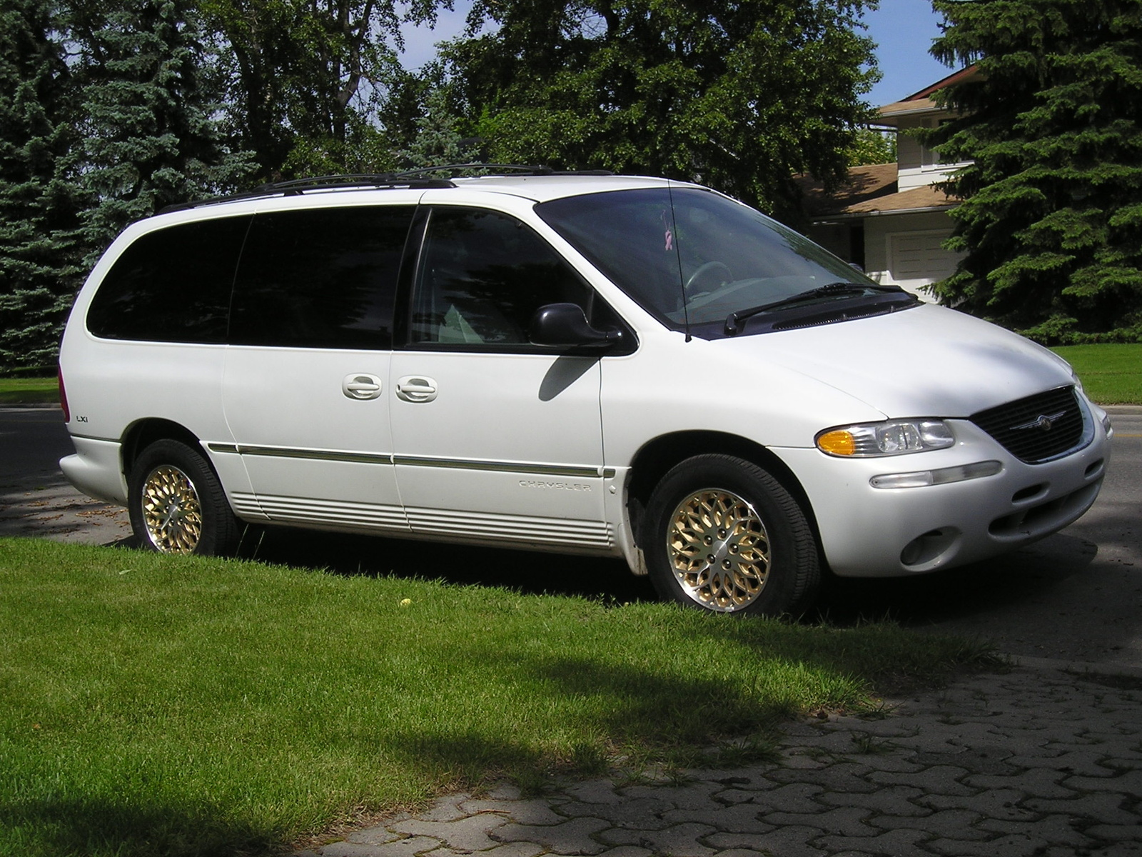 1995 chrysler town and country information and photos momentcar. Black Bedroom Furniture Sets. Home Design Ideas