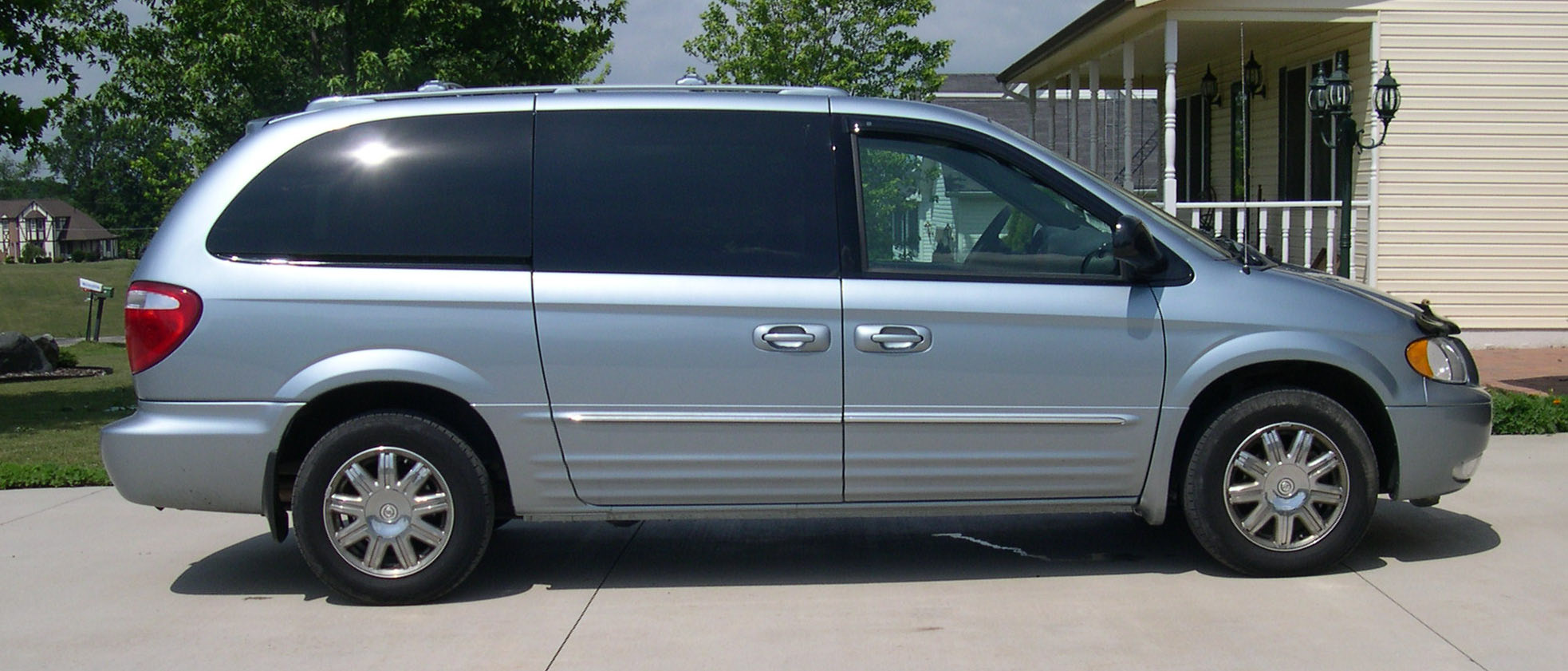 2004 chrysler town and country information and photos momentcar. Black Bedroom Furniture Sets. Home Design Ideas