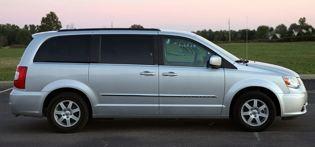 Chrysler Town and Country 2011 #3