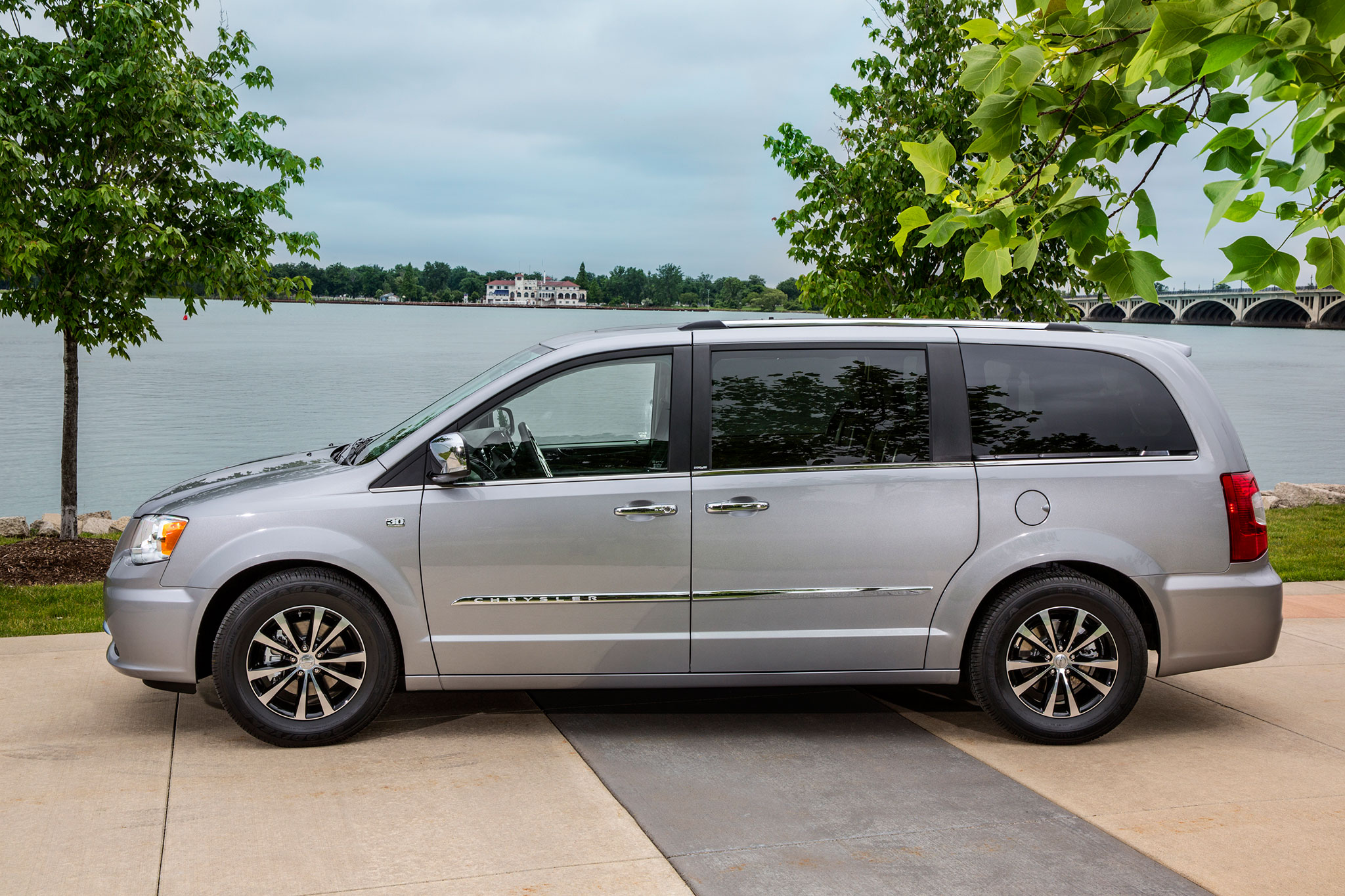 Chrysler Town and Country 2014 #17