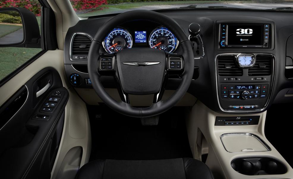 Chrysler Town and Country 2014 #11