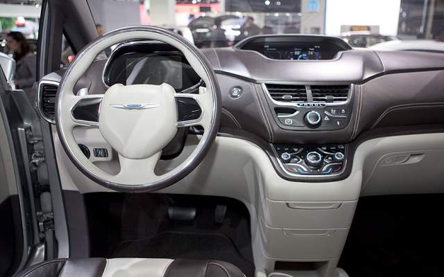 Chrysler Town and Country #9