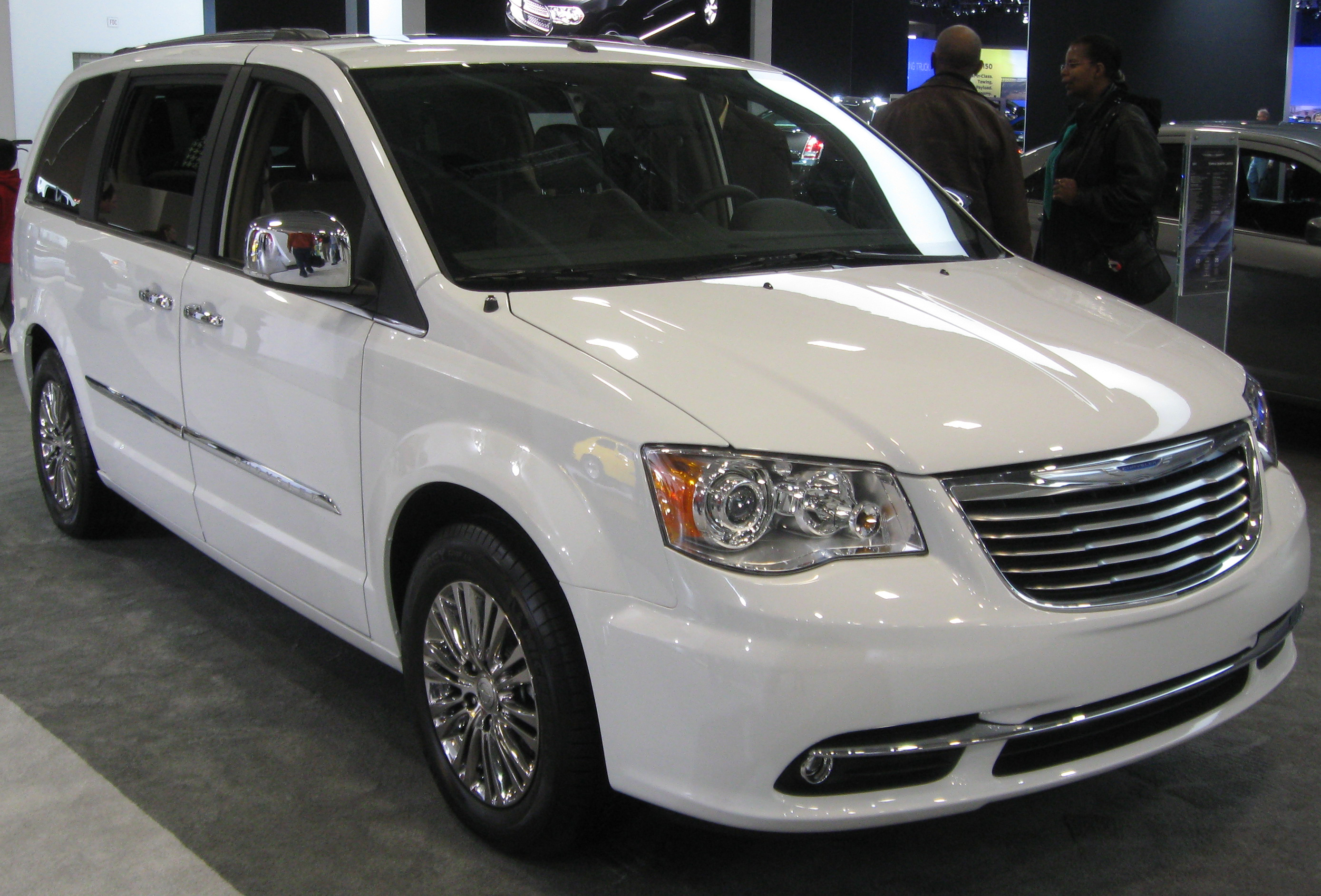 Chrysler Town and Country Limited #7
