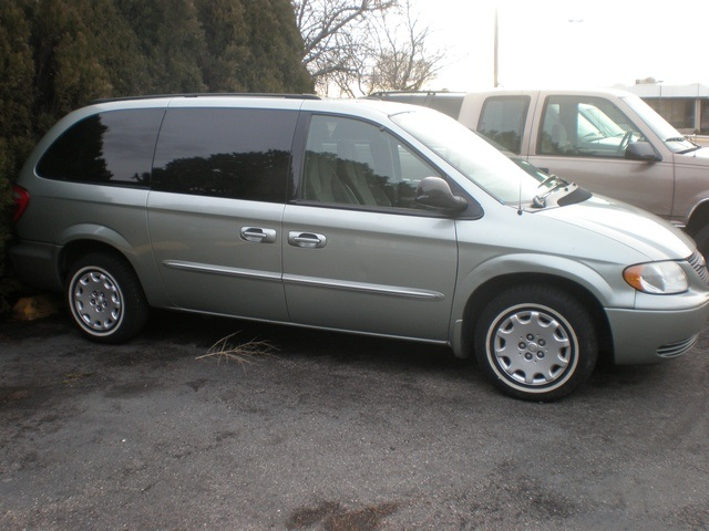 Chrysler Town and Country LX Family Value #4