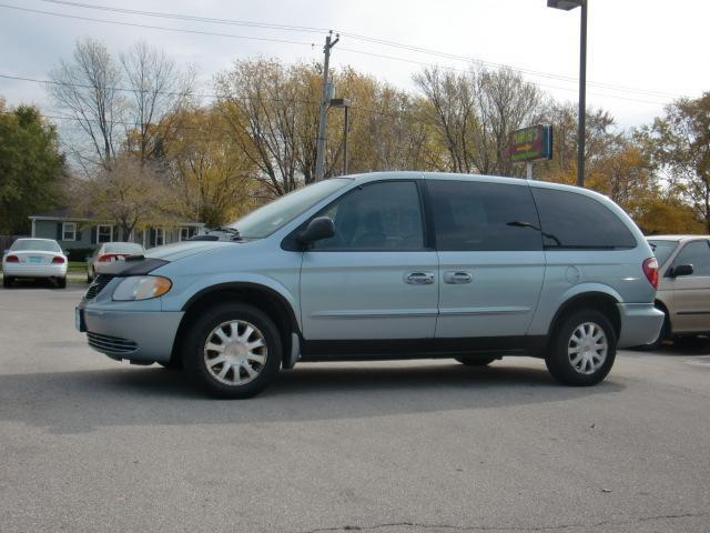 Chrysler Town and Country LX Family Value #26