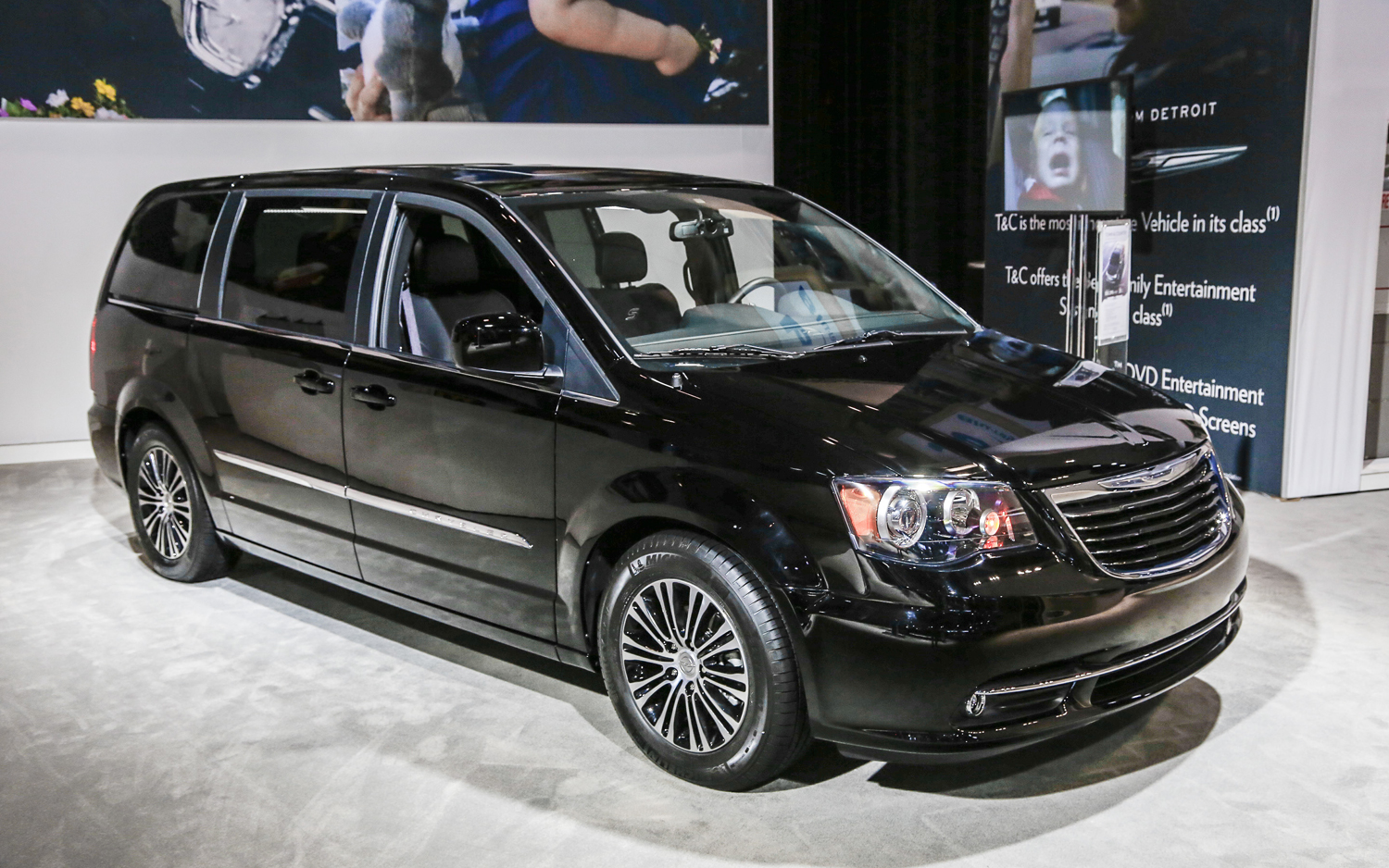 Chrysler Town Country 10