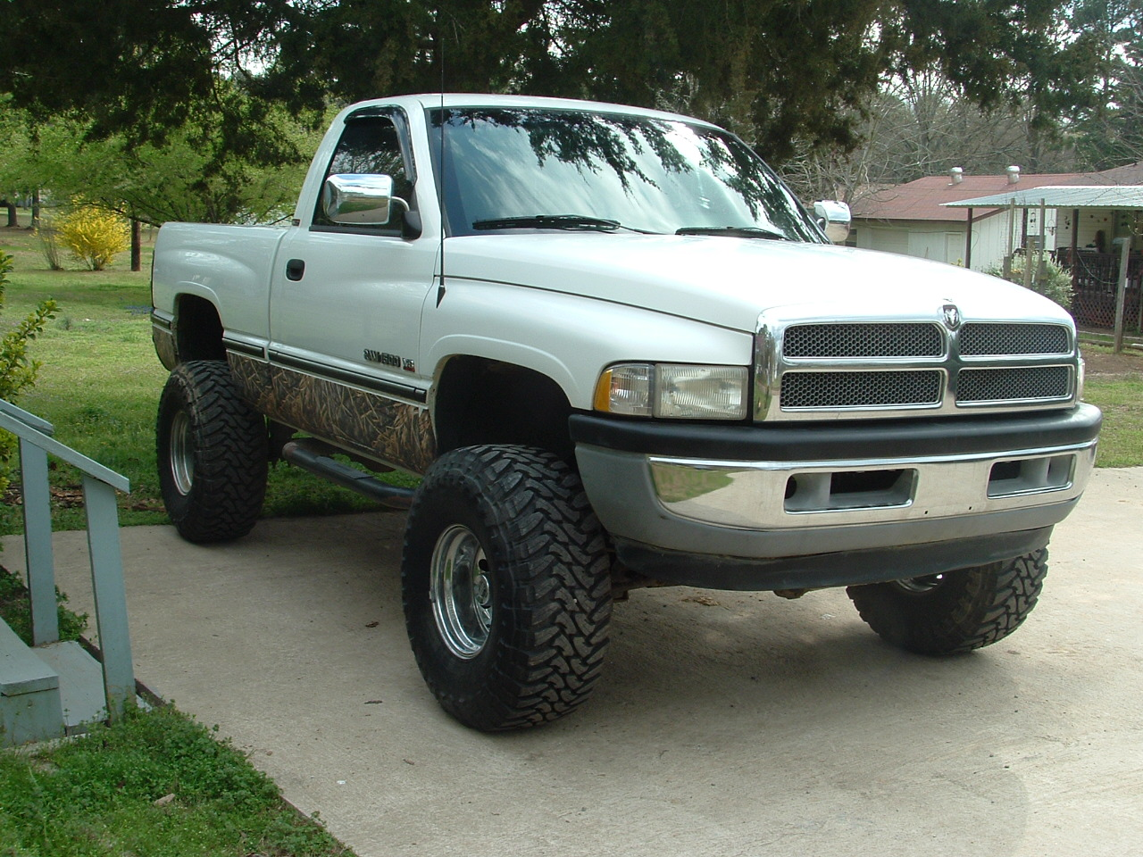 1998 dodge ram pickup 1500 information and photos. Black Bedroom Furniture Sets. Home Design Ideas