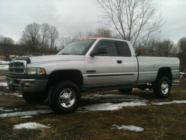2002 Dodge Ram Pickup 2500 - Information and photos - MOMENTcar