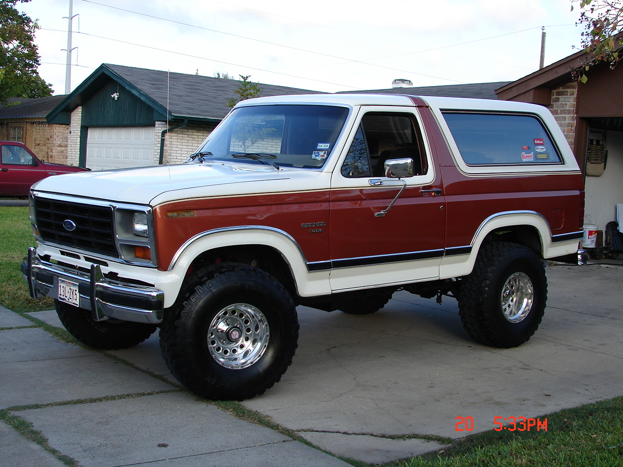 Download ford bronco 3 jpg