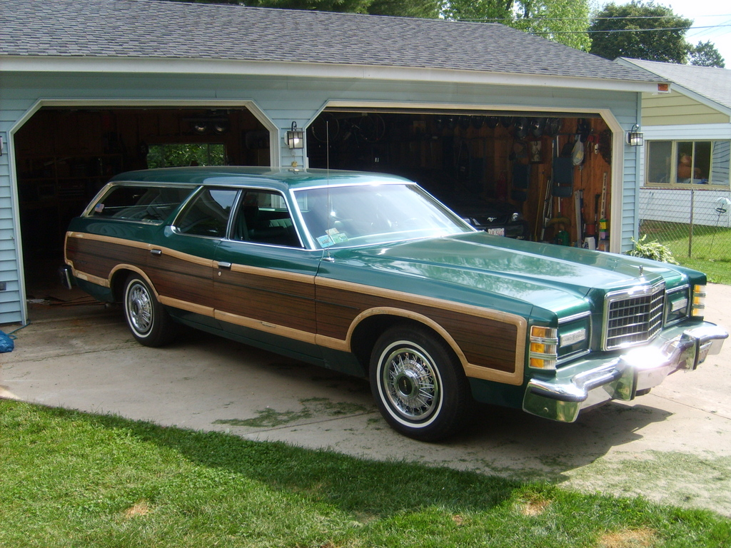 Ford Country Squire #14
