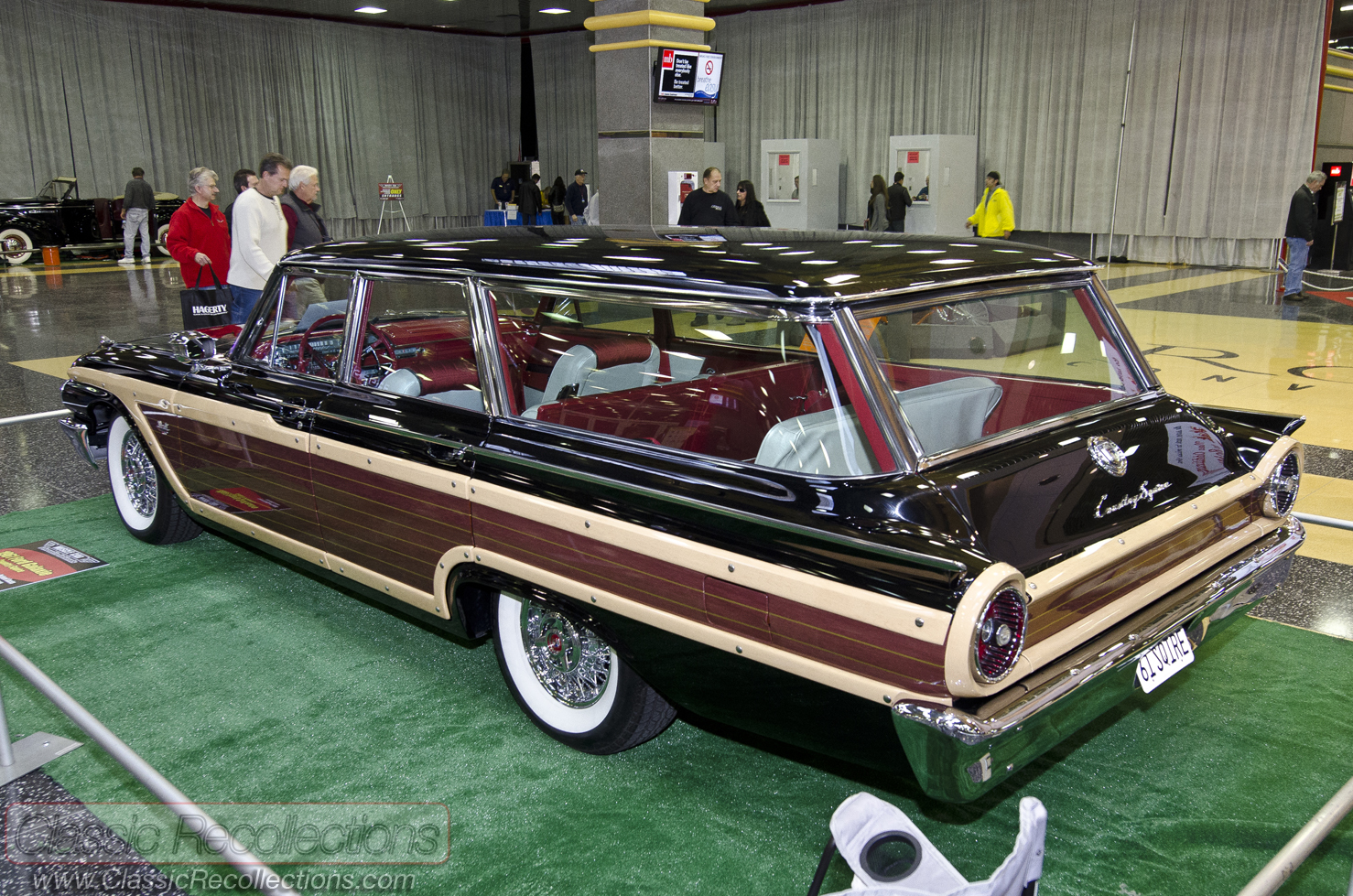 1961 Ford Country Squire - Information and photos - MOMENTcar