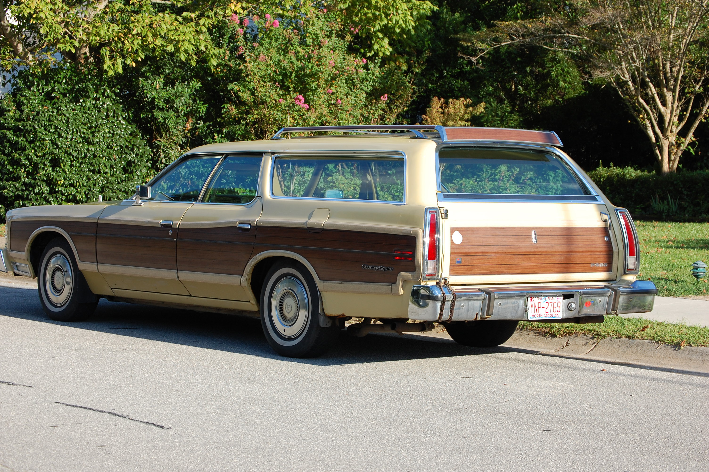 1976 Ford Country Squire - Information and photos - MOMENTcar