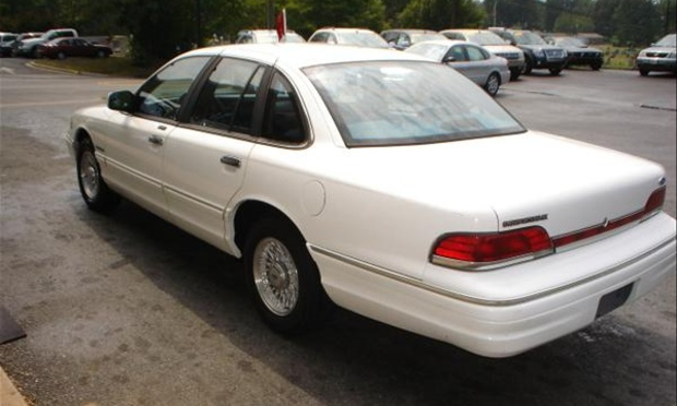 Ford Crown Victoria 1993 3