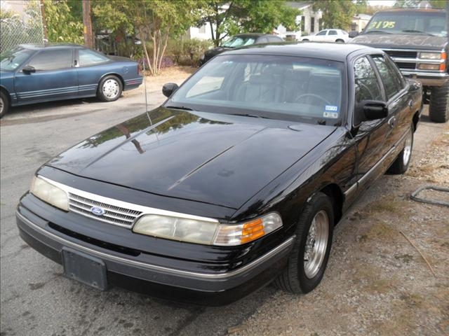 Ford Crown Victoria 1993 8