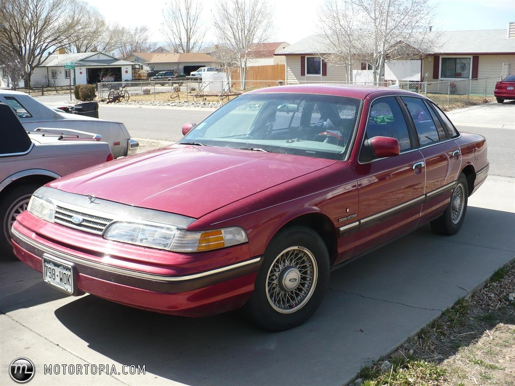 Ford Crown Victoria 245px Image 6