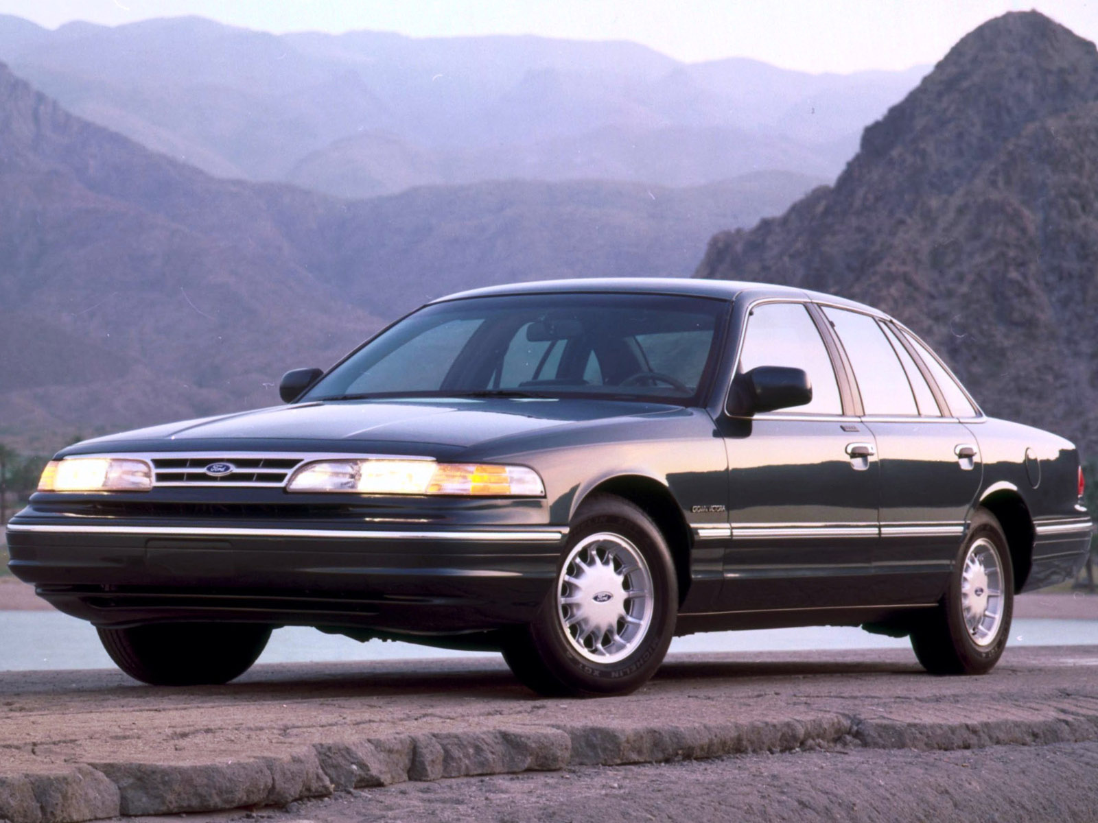 ... Ford Crown Victoria 1997 #3
