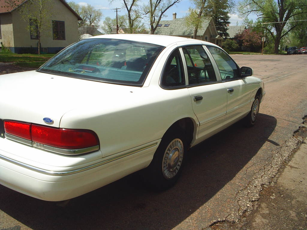 ford crown victoria 1997 4