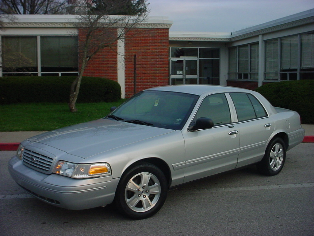 Ford Crown Victoria 2003 #15