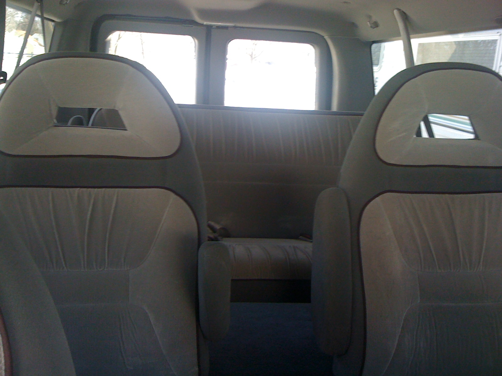 Ford E-350 Chateau Club Wagon #20