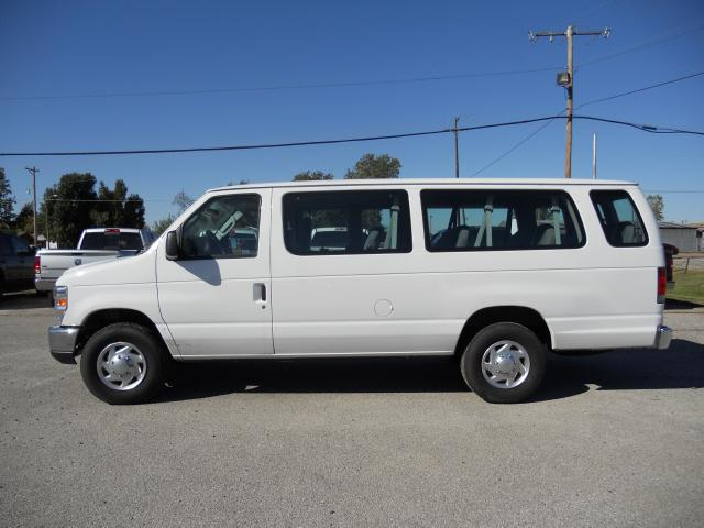 Ford E-Series Wagon E-350 Super Duty XL #13