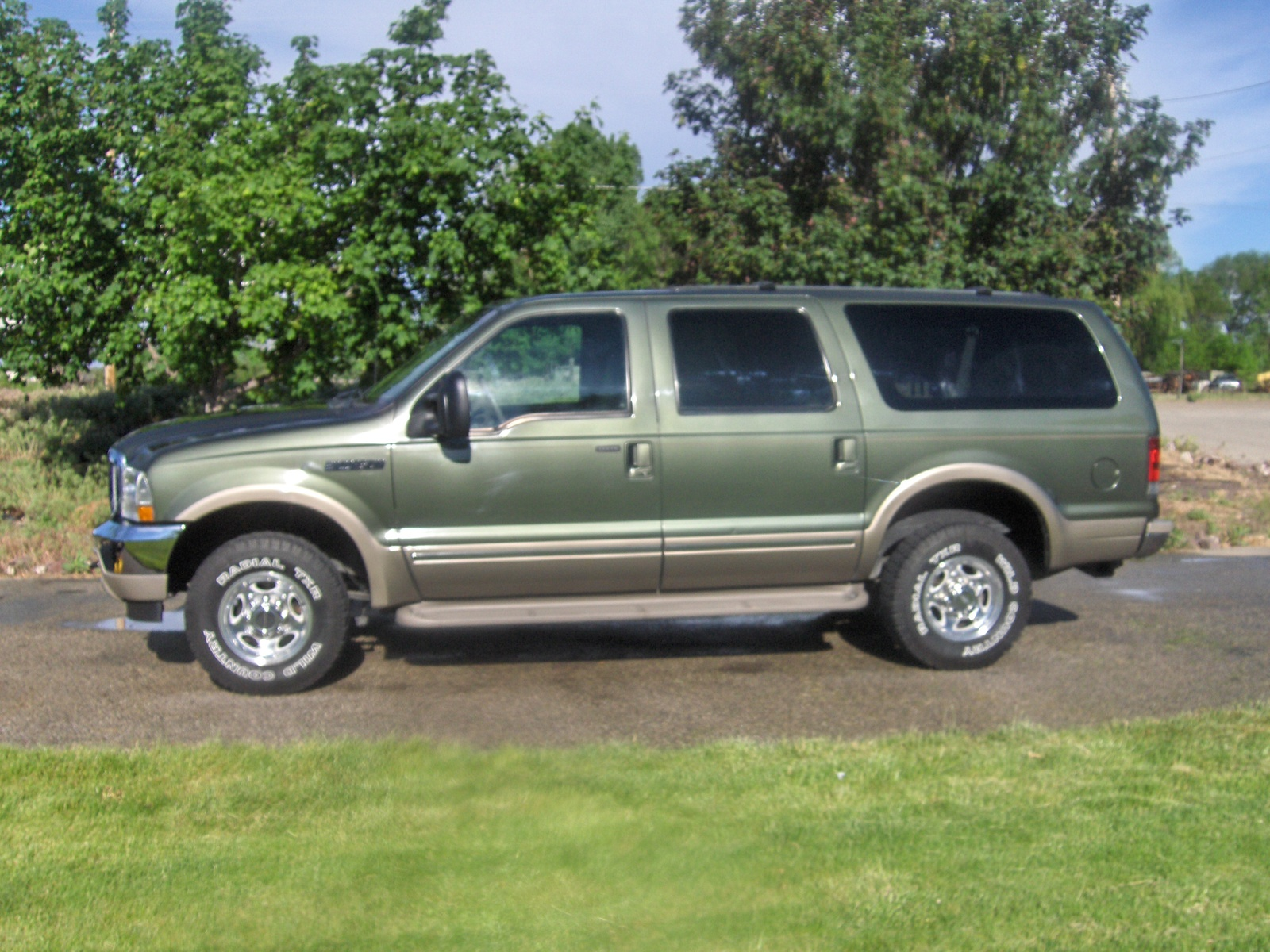 2002 Ford Excursion Information and photos MOMENTcar