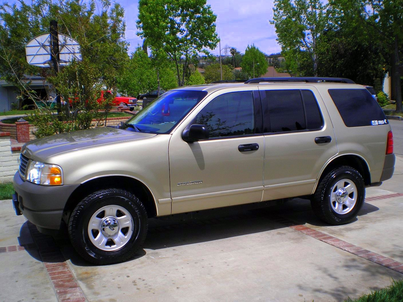 Download ford-explorer-2002-1.jpg