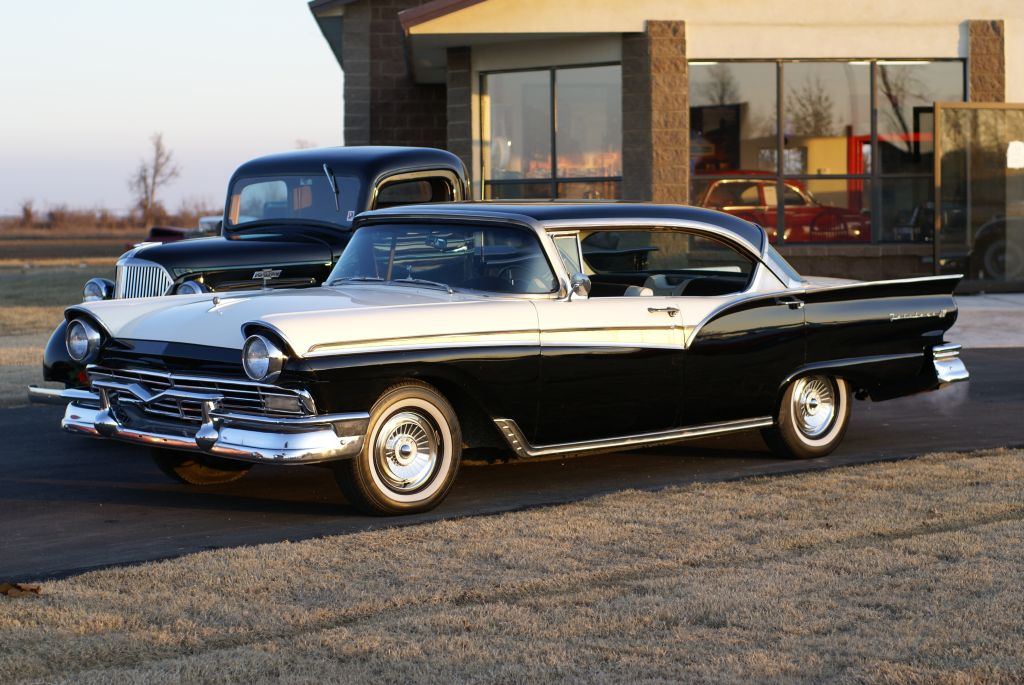 1957 Ford Fairlane - Information and photos - MOMENTcar