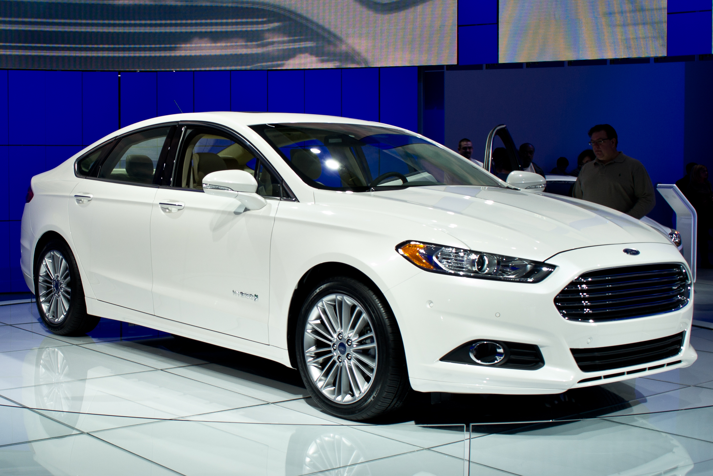 Ford Fusion Hybrid S 1