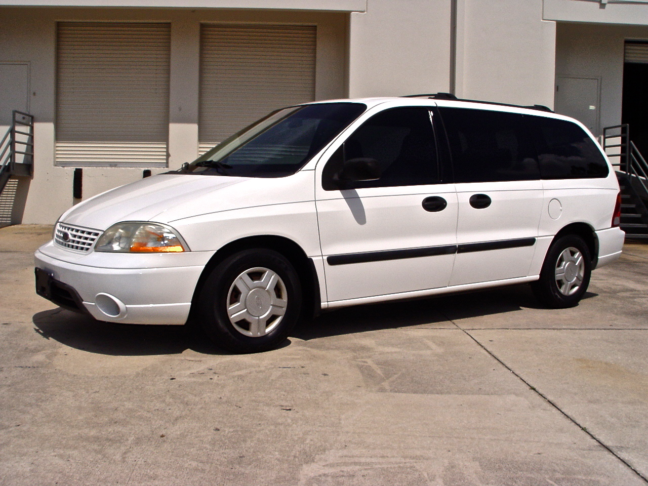 Ford Windstar LX Deluxe #28