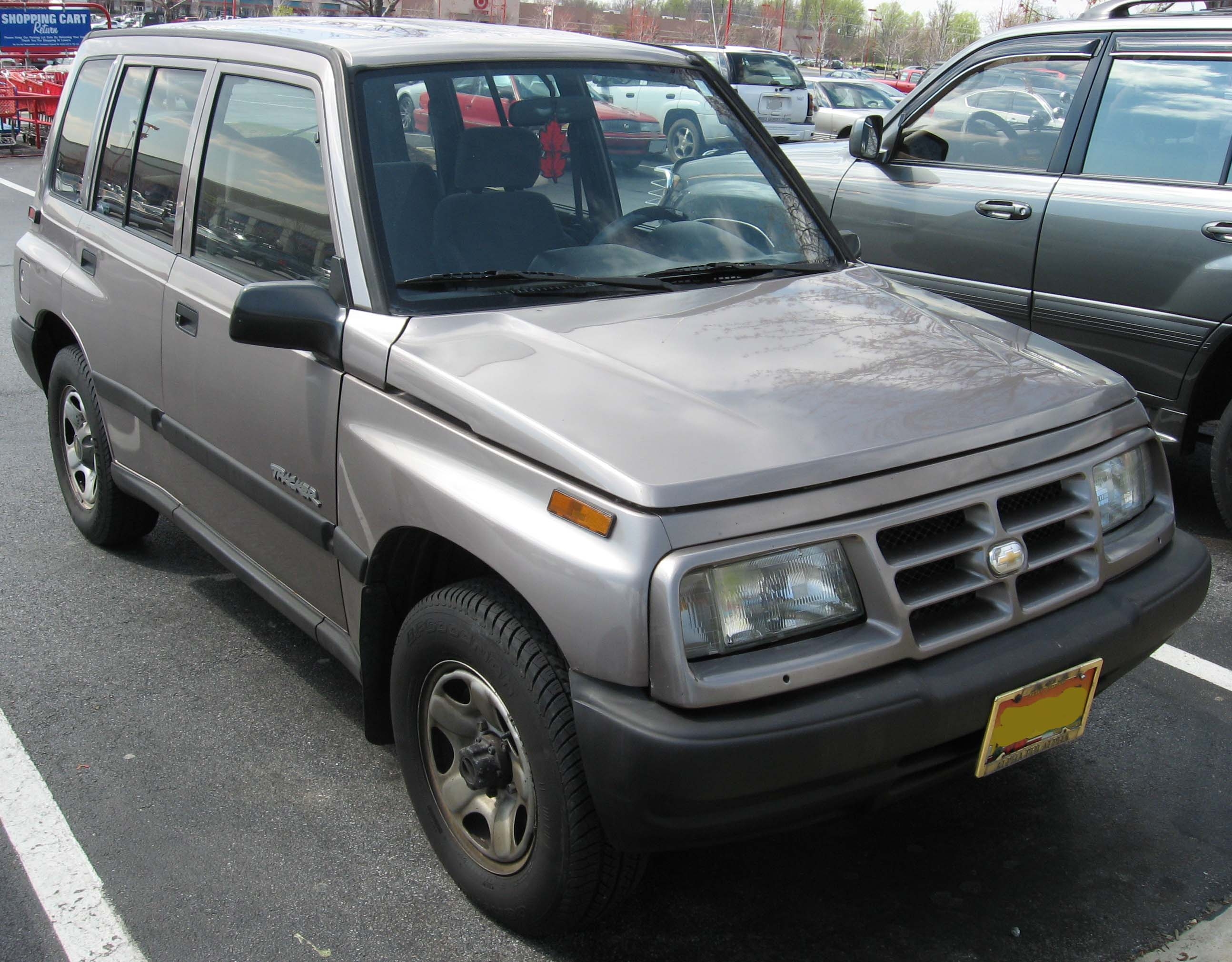 Geo Tracker - Information and photos - MOMENTcar