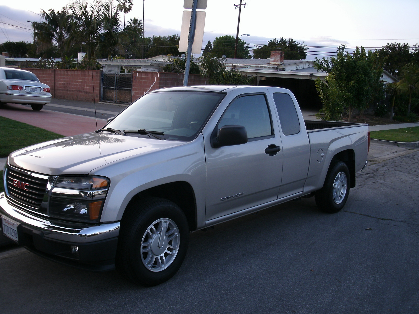 2005 gmc canyon information and photos momentcar. Black Bedroom Furniture Sets. Home Design Ideas