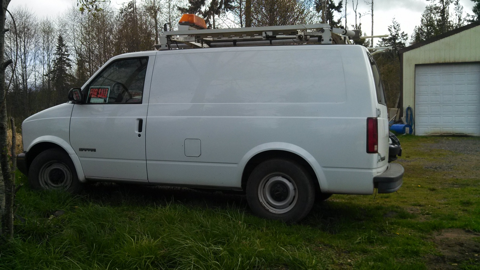 gmc safari cargo 2001 7