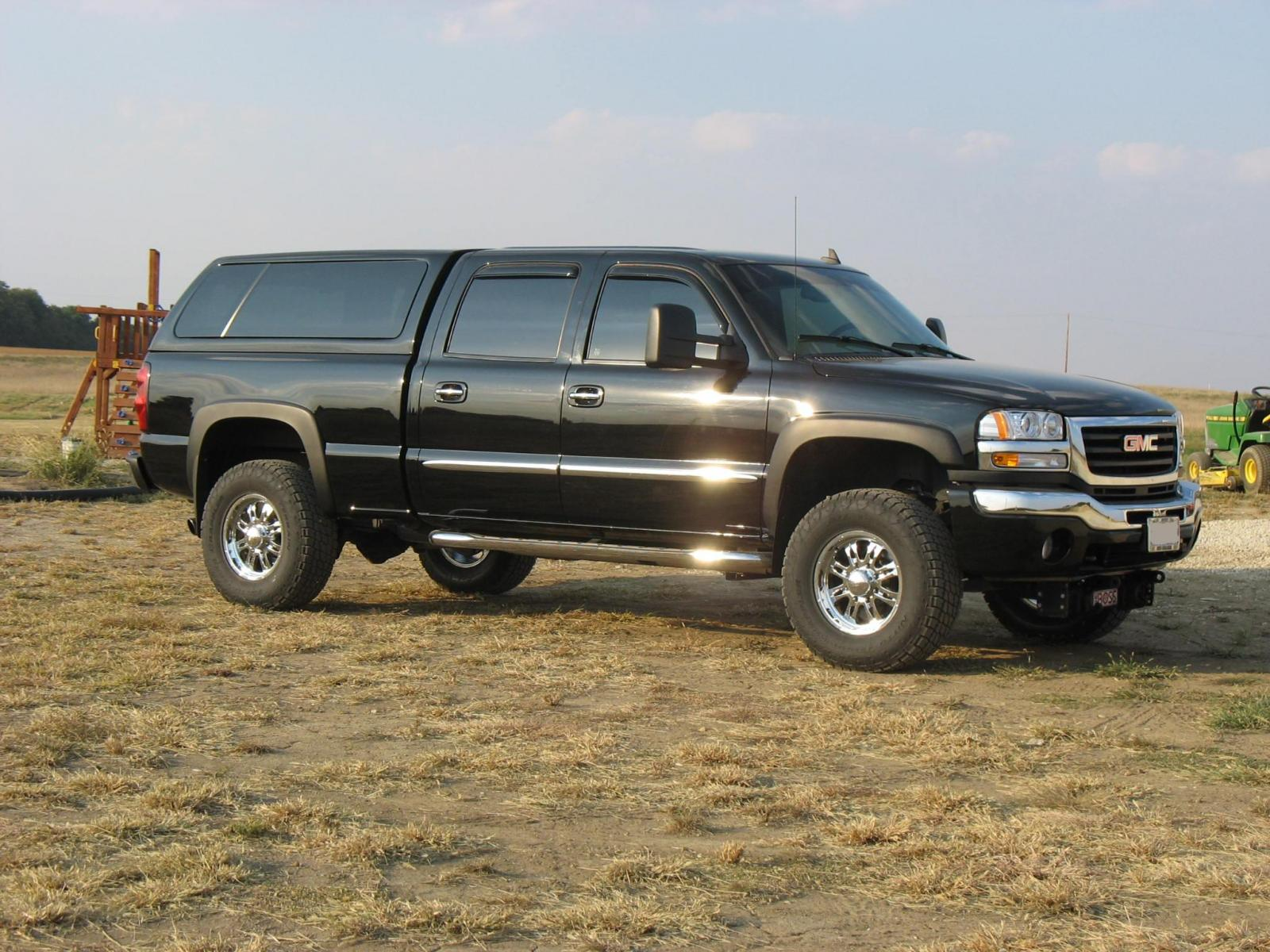 2006 GMC Sierra 2500HD - Information and photos - MOMENTcar